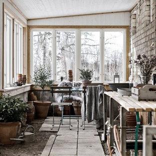 Imagen de galería escandinava, sin chimenea, con techo estándar