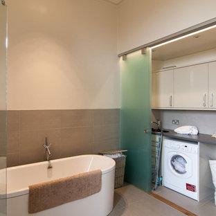 Immagine di un ripostiglio-lavanderia nordico