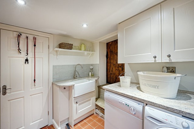 Traditional Utility Room by Richard & Richard's D&IS Ltd