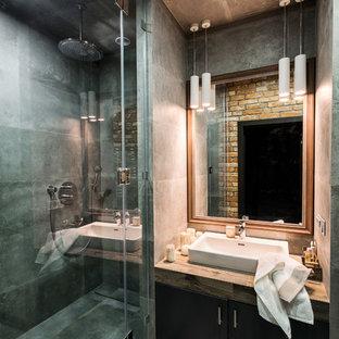 Свежая идея для дизайна: ванная комната среднего размера с керамогранитной плиткой, полом из керамогранита, душевой кабиной, столешницей из плитки, серым полом, душем с распашными дверями, душем в нише, серой плиткой и настольной раковиной - отличное фото интерьера