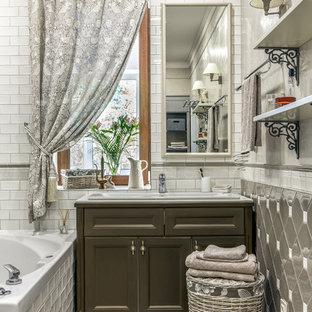 На фото: главная ванная комната среднего размера в классическом стиле с фасадами с утопленной филенкой, коричневыми фасадами, белой плиткой, серой плиткой, накладной раковиной и бежевым полом с