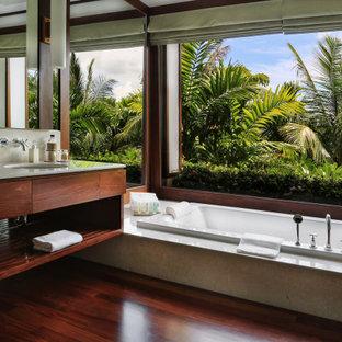 Свежая идея для дизайна: главная ванная комната в морском стиле с открытыми фасадами, темными деревянными фасадами, накладной ванной, темным паркетным полом, врезной раковиной, белой столешницей, тумбой под одну раковину и подвесной тумбой - отличное фото интерьера