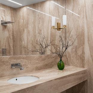 Стильный дизайн: маленькая ванная комната в современном стиле с бежевой плиткой, мраморной плиткой, мраморным полом, врезной раковиной, мраморной столешницей, бежевым полом и бежевой столешницей - последний тренд