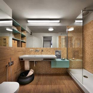 Удачное сочетание для дизайна помещения: ванная комната в современном стиле с плоскими фасадами, бирюзовыми фасадами, угловым душем, коричневой плиткой, плиткой мозаикой, душевой кабиной, монолитной раковиной и открытым душем - самое интересное для вас