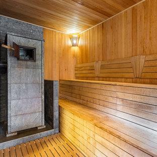 Idéer för ett stort rustikt bastu, med beige skåp och målat trägolv