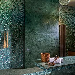 Новый формат декора квартиры: баня и сауна в современном стиле с зеленой плиткой, разноцветной плиткой, плиткой мозаикой, полом из мозаичной плитки и разноцветным полом