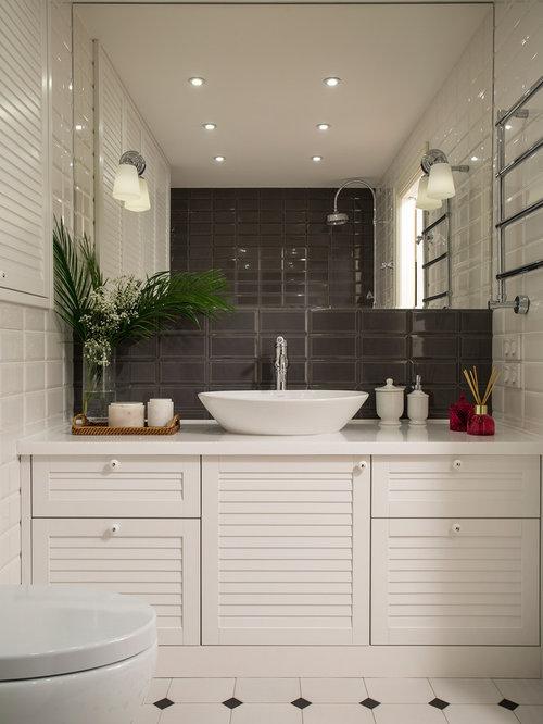 Foto e idee per bagni con ante a persiana - Bagno piastrelle marroni ...