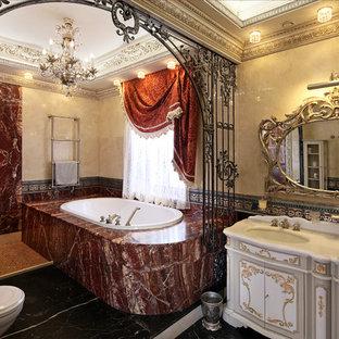 На фото: большие главные ванные комнаты в викторианском стиле с мраморной плиткой, мраморным полом, черным полом, белыми фасадами, накладной ванной, бежевой плиткой, красной плиткой и врезной раковиной