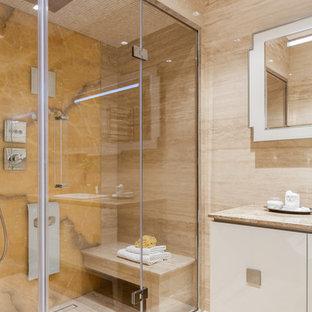 Источник вдохновения для домашнего уюта: баня и сауна в современном стиле с плоскими фасадами, белыми фасадами, бежевым полом и бежевой столешницей