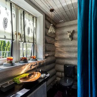 Свежая идея для дизайна: ванная комната среднего размера в стиле рустика с раздельным унитазом, серыми стенами, настольной раковиной и душевой кабиной - отличное фото интерьера
