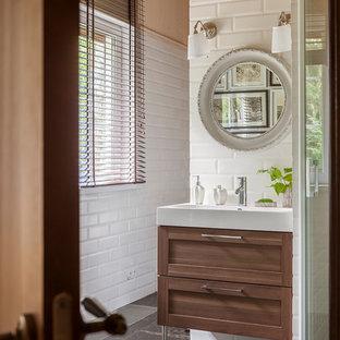 Идея дизайна: ванная комната среднего размера в стиле неоклассика (современная классика) с фасадами цвета дерева среднего тона, белой плиткой, плиткой кабанчик, полом из керамической плитки, душевой кабиной, коричневым полом, душем с распашными дверями, фасадами в стиле шейкер, угловым душем, белыми стенами и консольной раковиной