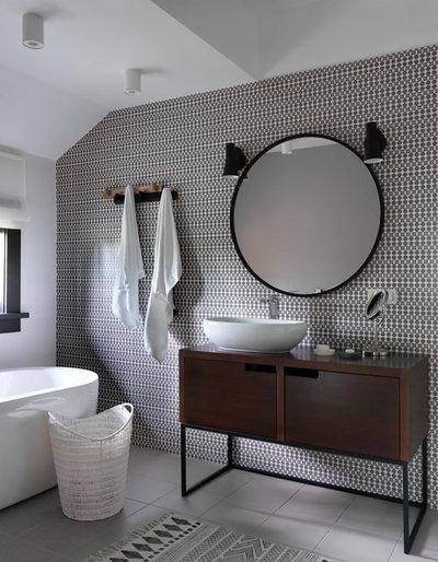 Contemporary Bathroom by propertylab+art