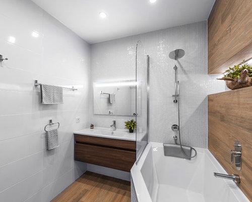 Salle de bain avec une baignoire d 39 angle photos et id es for Baignoire lavabo integre