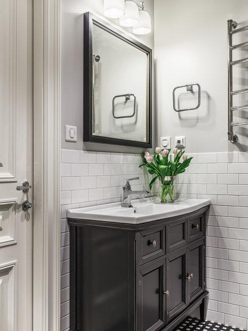 Salle de bain classique avec un lavabo int gr photos et for Baignoire lavabo integre