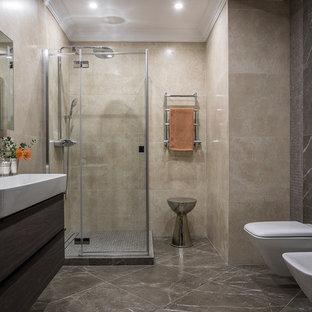Свежая идея для дизайна: ванная комната в современном стиле с угловым душем, инсталляцией, бежевой плиткой, душевой кабиной, серым полом, плоскими фасадами, темными деревянными фасадами, бежевыми стенами, раковиной с несколькими смесителями и белой столешницей - отличное фото интерьера