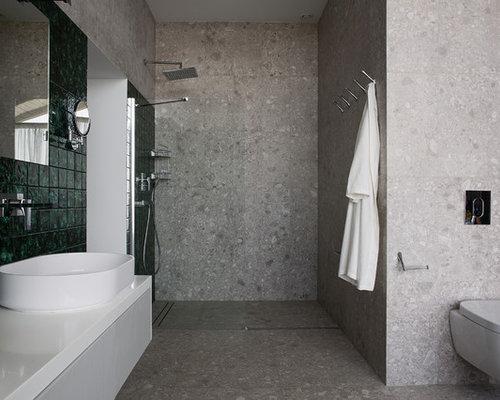badezimmer mit terrakottafliesen und urinal: design-ideen, Hause ideen