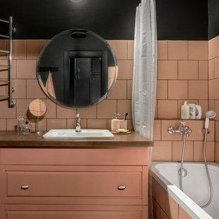 На фото: главная ванная комната среднего размера в стиле лофт с фасадами с выступающей филенкой, душем над ванной, керамогранитной плиткой, черными стенами, полом из керамогранита, столешницей из дерева, черным полом, шторкой для ванной, накладной раковиной и коричневой столешницей