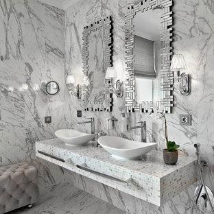 Свежая идея для дизайна: ванная комната в современном стиле с серой плиткой, каменной плиткой, душевой кабиной и настольной раковиной - отличное фото интерьера