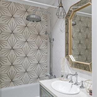 На фото: главные ванные комнаты в современном стиле с ванной в нише, душем над ванной, бежевой плиткой, белой плиткой, накладной раковиной и открытым душем