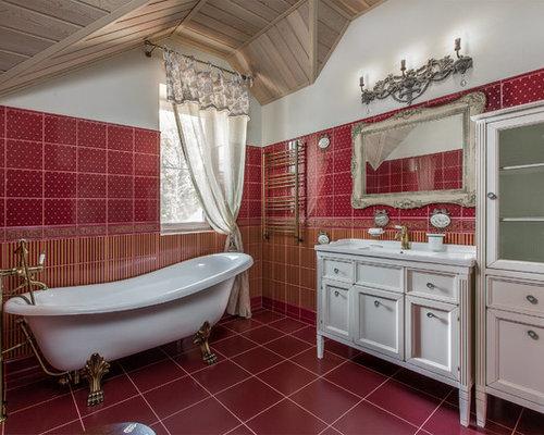 Vasca Da Bagno Rossa : Stanza da bagno con ante con riquadro incassato e piastrelle rosse