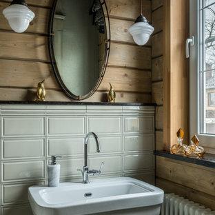 Modelo de cuarto de baño madera, rústico, madera, con baldosas y/o azulejos grises, baldosas y/o azulejos de cemento, lavabo con pedestal y madera