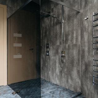 Выдающиеся фото от архитекторов и дизайнеров интерьера: ванная комната в современном стиле с двойным душем, серой плиткой, полом из керамогранита, душевой кабиной, синим полом и открытым душем