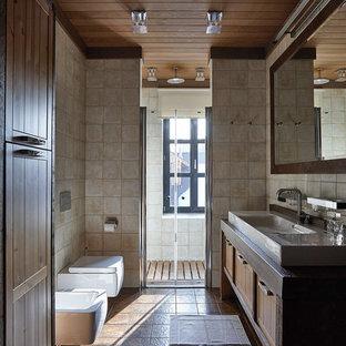 Удачное сочетание для дизайна помещения: ванная комната в стиле кантри с душем в нише, инсталляцией, душевой кабиной и коричневым полом - самое интересное для вас