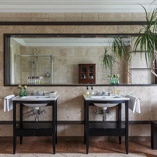 На фото: ванная комната в стиле современная классика с черными фасадами, бежевой плиткой, коричневым полом и консольной раковиной с