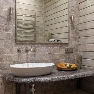 Неиссякаемый источник вдохновения для домашнего уюта: ванная комната в стиле рустика с открытыми фасадами и настольной раковиной