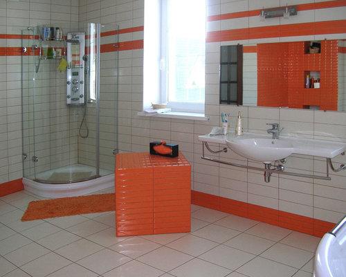 Salle De Bain Avec Un Carrelage Orange Et Un Wc S Par
