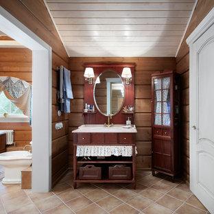 Imagen de cuarto de baño principal, campestre, grande, con baldosas y/o azulejos marrones, baldosas y/o azulejos de porcelana, paredes marrones y suelo de baldosas de porcelana