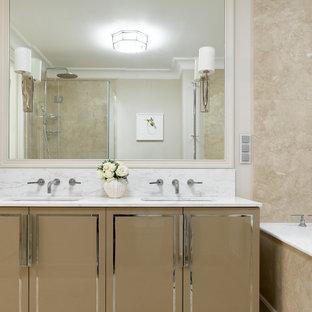 Стильный дизайн: ванная комната в стиле современная классика с плоскими фасадами, коричневыми фасадами, бежевой плиткой, серыми стенами, врезной раковиной, бежевым полом, белой столешницей, тумбой под две раковины и встроенной тумбой - последний тренд