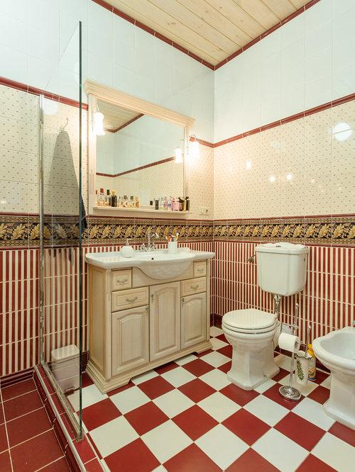 Stanza da bagno classica con piastrelle rosse foto idee - Piastrelle bagno rosse ...