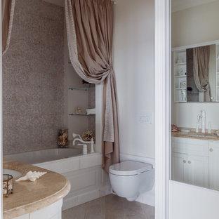 Пример оригинального дизайна интерьера: главная ванная комната в стиле современная классика с ванной в нише, инсталляцией, бежевой плиткой, белыми стенами и бежевым полом
