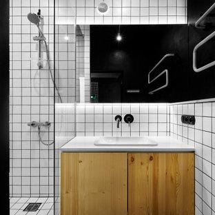 Источник вдохновения для домашнего уюта: ванная комната в стиле лофт с плоскими фасадами, фасадами цвета дерева среднего тона, душем в нише, белой плиткой, черными стенами, душевой кабиной, накладной раковиной, черным полом, белой столешницей, тумбой под одну раковину и подвесной тумбой