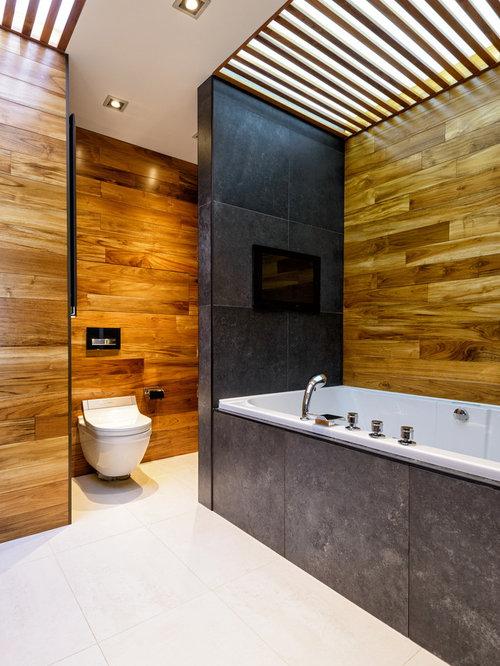 Badezimmer mit badewanne in nische und schwarzen fliesen - Locher in fliesen ...