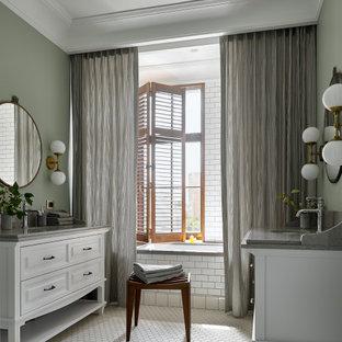 На фото: большая детская ванная комната в современном стиле с белыми фасадами, полновстраиваемой ванной, душем над ванной, инсталляцией, белой плиткой, керамической плиткой, зелеными стенами, полом из мозаичной плитки, подвесной раковиной, столешницей из искусственного кварца, белым полом, шторкой для ванной, серой столешницей и фасадами с выступающей филенкой с