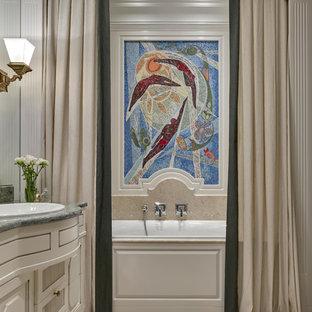 Неиссякаемый источник вдохновения для домашнего уюта: главная ванная комната среднего размера в стиле современная классика с бежевыми фасадами, душем над ванной, бежевой плиткой, керамической плиткой, бежевыми стенами, полом из керамогранита, накладной раковиной, мраморной столешницей, бежевым полом, шторкой для душа, фасадами с выступающей филенкой и ванной в нише