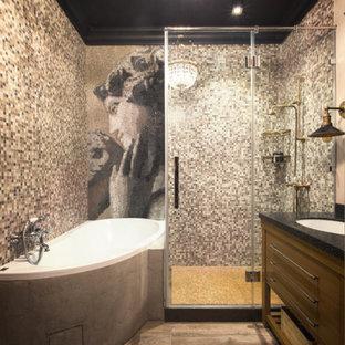 Удачное сочетание для дизайна помещения: главная ванная комната среднего размера в стиле фьюжн с угловой ванной, серой плиткой, врезной раковиной, коричневым полом, душем с распашными дверями, фасадами цвета дерева среднего тона и угловым душем - самое интересное для вас