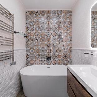 На фото: ванные комнаты в стиле современная классика с плоскими фасадами, фасадами цвета дерева среднего тона, отдельно стоящей ванной, разноцветной плиткой, белой плиткой, бежевыми стенами, душевой кабиной, монолитной раковиной, бежевым полом и белой столешницей