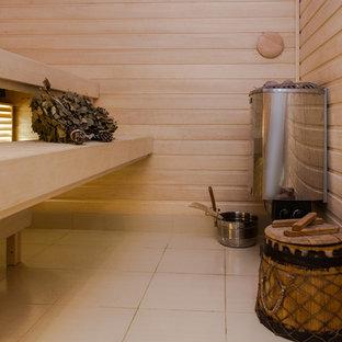 Ispirazione per una grande sauna con ante in legno chiaro, vasca sottopiano, vasca/doccia, bidè, piastrelle beige, piastrelle in ceramica, pareti bianche, pavimento con piastrelle in ceramica, lavabo a bacinella e top in vetro