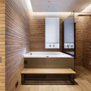 На фото: главная ванная комната среднего размера в современном стиле с гидромассажной ванной, душем без бортиков, коричневой плиткой и открытым душем с