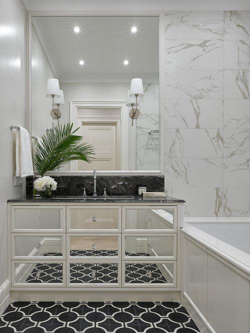 salles de bains et wc classiques avec un placard porte vitr e photos et id es d co de salles. Black Bedroom Furniture Sets. Home Design Ideas