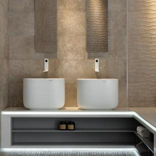Стильный дизайн: ванная комната в современном стиле с тумбой под две раковины и подвесной тумбой - последний тренд