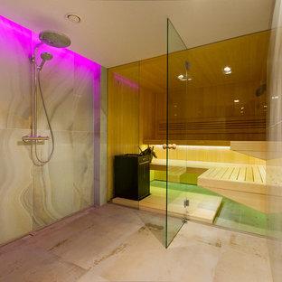 На фото: баня и сауна в современном стиле с открытым душем с