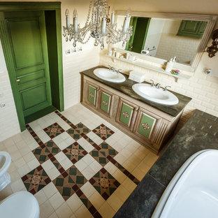 Esempio di una stanza da bagno padronale country con vasca da incasso, bidè, piastrelle beige, piastrelle diamantate, pareti bianche, lavabo da incasso e pavimento multicolore