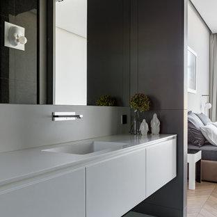 На фото: ванные комнаты среднего размера в современном стиле с плоскими фасадами, серыми фасадами, серой плиткой, полом из керамогранита, монолитной раковиной, серым полом и серой столешницей
