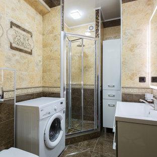 Immagine di una piccola stanza da bagno con doccia tradizionale con ante di vetro, ante marroni, doccia ad angolo, WC sospeso, piastrelle beige, piastrelle in ceramica, pareti beige, pavimento con piastrelle in ceramica, lavabo sospeso, pavimento marrone e porta doccia scorrevole