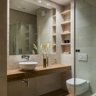 Свежая идея для дизайна: ванная комната в современном стиле с угловым душем, инсталляцией, душевой кабиной, настольной раковиной и унитазом - отличное фото интерьера