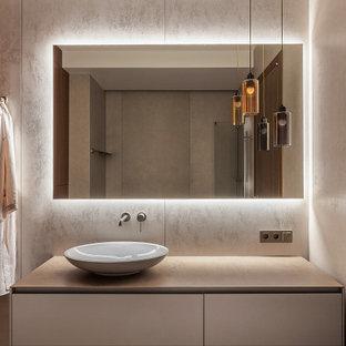 Стильный дизайн: ванная комната в современном стиле с плоскими фасадами, серыми фасадами, серой плиткой, настольной раковиной, серой столешницей, тумбой под одну раковину и деревянными стенами - последний тренд